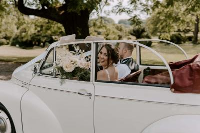 Classic cars - Morris Minor wedding car
