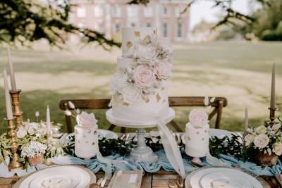 Three tier wedding cake and mini wedding cakes