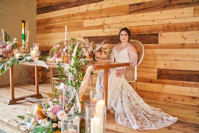 Sweetheart wedding table - peacock chairs in rustic boho style